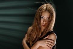 slående hårkvinna Arkivfoto