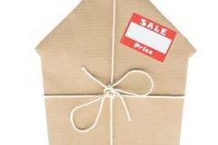 slågen in brun etikett för huspappersförsäljning Royaltyfri Foto