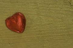 slågen in red för chokladfoliehjärta Royaltyfria Foton