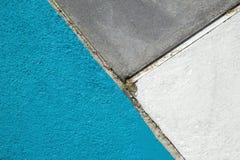 Slösa, grå färger och vit texturerad yttersida av asfalt för abstrakt bakgrund Arkivbild