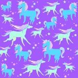 Slösa och göra grön enhörningar på en violett bakgrund med stjärnor Arkivfoton