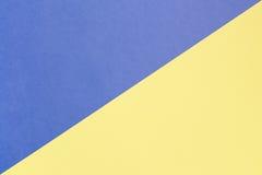 Slösa och gulna pastellfärgad bakgrund med kopieringsutrymme Textur av mode, minsta begrepp, royaltyfria bilder