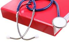Slösa stetoskopet som isoleras på vit Royaltyfria Bilder