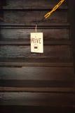 Sla omhoog geen tresspassing teken die op ketting hangen Royalty-vrije Stock Foto