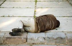 Slaap op de straat royalty-vrije stock afbeelding