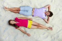Slaap op het strand Stock Foto