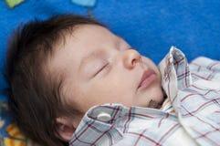 Slaap pasgeboren baby stock foto