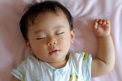 Slaap pasgeboren babyjongen Stock Foto