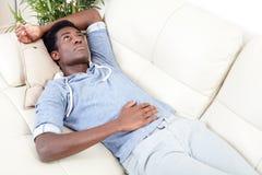 Slaap zwarte mens Stock Foto's