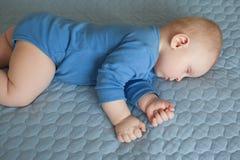 Slaapbaby, slaapzuigeling Stock Afbeeldingen