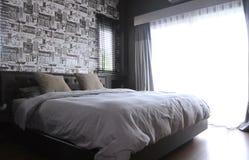 Slaapkamer binnenlandse, moderne eigentijdse stijl stock foto's