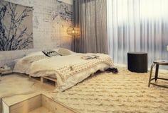 Slaapkamer in de stijl van het land royalty-vrije stock fotografie