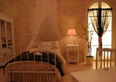 Slaapkamer - huisbinnenland Stock Afbeeldingen