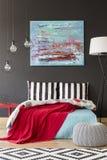 Slaapkamer met een artistieke blik royalty-vrije stock foto's