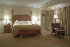 Slaapkamer met gordijn Royalty-vrije Stock Afbeeldingen