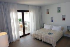 Slaapkamer met kleurenlampen Stock Foto