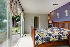 Slaapkamer met stakingsdek Stock Afbeeldingen