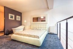 Slaapkamer op de zolder royalty-vrije stock fotografie