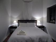 Slaapkamer in Wit Royalty-vrije Stock Afbeeldingen