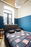 Slaapkamerbinnenland binnen zolderruimte Royalty-vrije Stock Fotografie