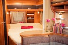 Slaapkamerbinnenland van Sta-caravan royalty-vrije stock foto