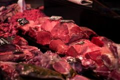 Slachterij met gelezen vlees op verkoop stock foto's