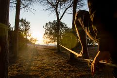Slackline in backlight Royalty-vrije Stock Fotografie
