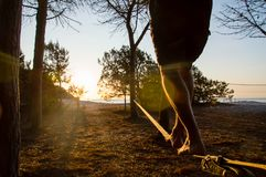 Slackline in backlight Stock Foto's