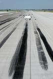 Sladdningfläckar på landningsbana Fotografering för Bildbyråer