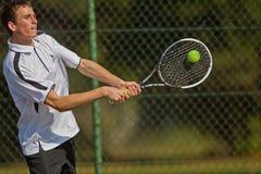 Slag för spelare för tennisturneringhögstadier Male   Arkivfoto