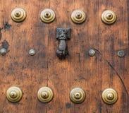 Slag op de deur Stock Foto
