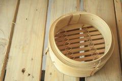 Slagen bambu, bambu ångade bullar Arkivfoton