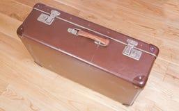 slagen gammal resväska Arkivbild