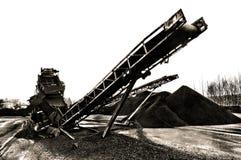 Slagen kolbältetransportör arkivbilder