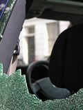 slagit fönster Arkivfoton