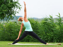 Slagkrigaren poserar yoga Royaltyfria Bilder