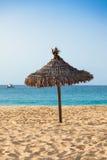 Slags solskydd på Santa Maria sätter på land i Salön - Kap Verde - Cabo Royaltyfria Bilder
