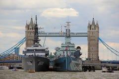 Slagskepp i London port Arkivbilder