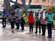 Slagverkmusikband Busking, Hyde Park, Sydney, Australien arkivfoton