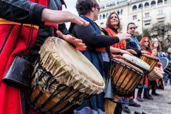Slagwerkers en musici die traditionele muziek spelen royalty-vrije stock foto's