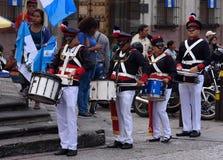 Slagwerkers van de school de militaire band Royalty-vrije Stock Fotografie