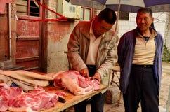 Slaktare Cutting Meat, Kaifeng royaltyfri bild