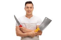 Slaktare som rymmer en köttyxa och en kniv Arkivbild