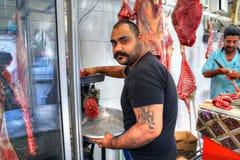 Slaktaren producerar köttfärs, böjapparaten Abbas, sydliga Iran Royaltyfri Fotografi