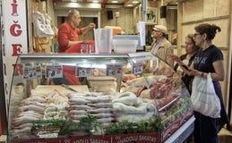 Slaktaren shoppar i Istanbul arkivfoton