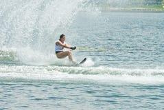 Slalom 2009 de femmes de coupe du monde de Putrajaya Waterski Image libre de droits