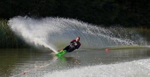 Slalom mais waterskier Fotos de Stock Royalty Free