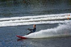 Slalom vatten skidar, ledaren royaltyfri fotografi