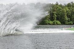 Slalom, waterskien stock afbeelding