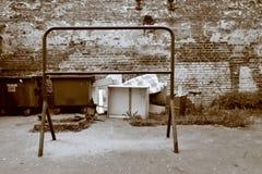 Slamsy boisko z dywanowym wieszakiem w sepiowym Zdjęcie Royalty Free